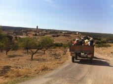 Visita etnobotánica en tractor-remolque